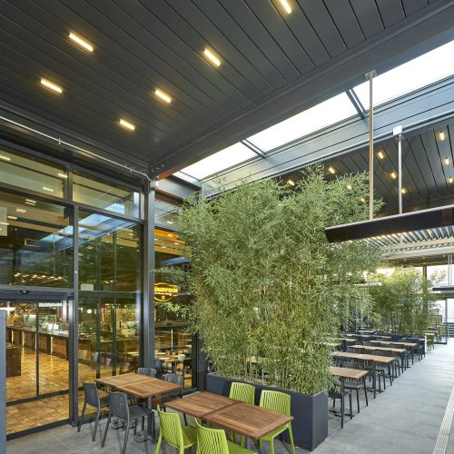 Pergola Bioclimatique à Lames Orientables Terrasse de Restaurant